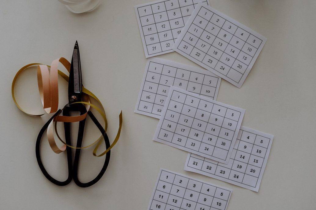 Geschenke selbst machen: DIY Adventskerze, der Mini-Kalender zum Ausdrucken