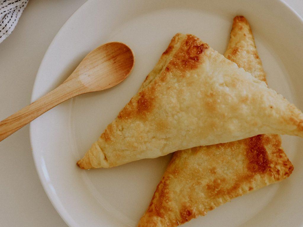 Rezepte für die ganze Familie: Easy peasy Apfeltaschen aus fertigem Blätterteig