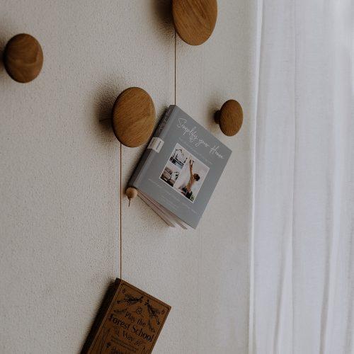 DIY Magazinhalter aus Leder und Holz: Geschenke selbst machen