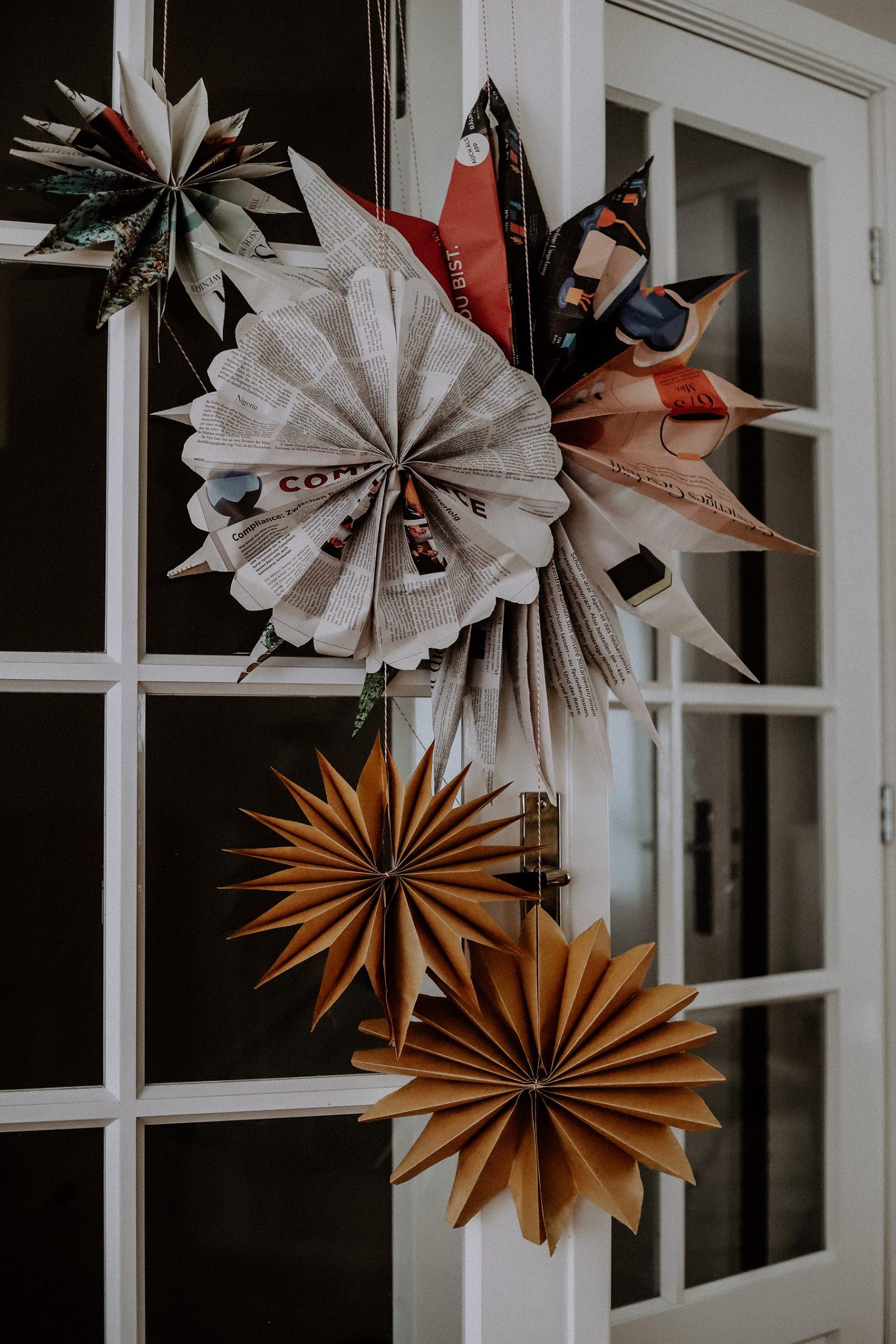 Papiersterne falten: Weihnachtliches Upcycling aus Papier