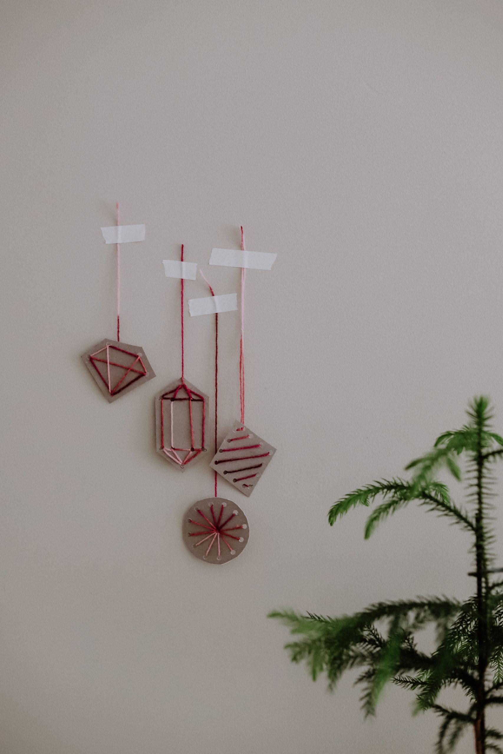 DIY Weihnachtsbaunschmuck aus alter Pappe